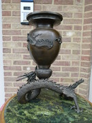 Asiatique style Japanese Meiji sculpture of a vase with dragons in bronze, Japan 1880