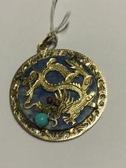 Chinese style Hanger weight 9.8gr in 14 karat gold,lapis lasuli,2 smaragd and turquoise, China 1960