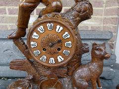 Hunting style Brienzer - black forest clockset in carved wood and crystal, France 1900