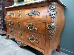 Louis 15 style Napoleon III chest of drawwers in rosewood and gilded bronzes, France 1880