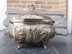 Louis 15 style solid silver box inside with vermeille (gold plated) in 800 silver, Germany 1880