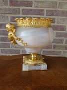 Louis 16 style Centerpiece with cherub in gilded bronze and agate/onyx, France 1870